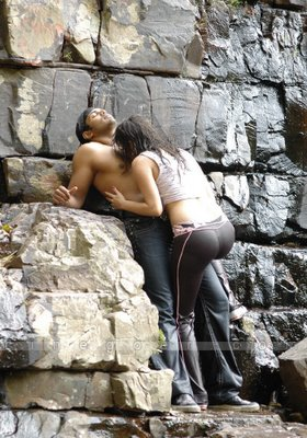 Foto Ciuman Mesra | Hot Kissing Photo