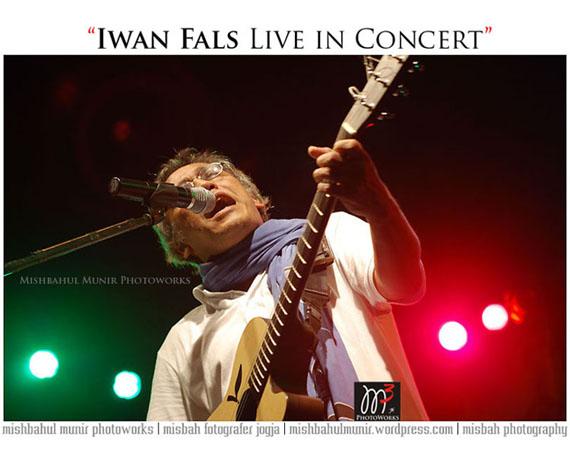 IWAN FALS by Fotografer Panggung Konser Stage Mishbahul Misbah Munir Photographer Jogja