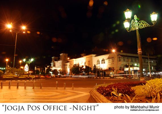 foto kantor pos office yogyakarta in night by misbah fotografer jogja