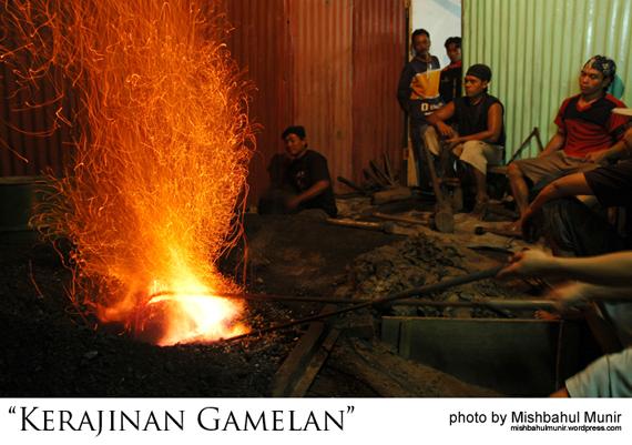 foto perajin kerajinan handycraft gamelan keraton by misbah fotografer jogja