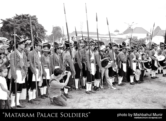 prajurit mataram keraton ngayogyokarto mataram palace soldier by misbah fotografer jogja