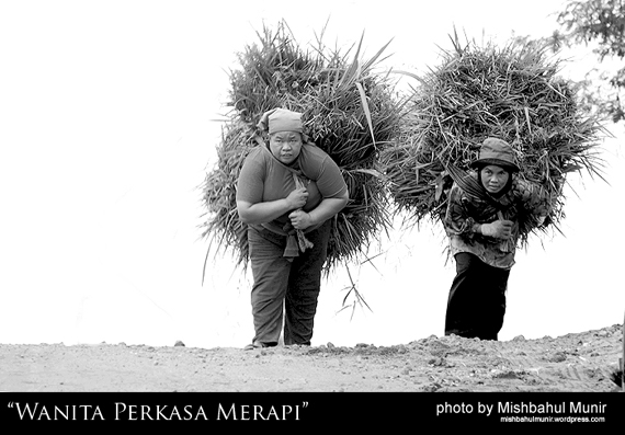 Wanita Perkasa (powerful wonder woman) Lereng Gunung Merapi Mountain by Misbah Fotografer Jogja
