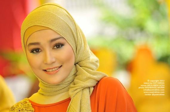 Foto Portrait Gadis Cantik Anggun Aceh Berjilbab Baju Muslimah Photo Portraiture by Mishbahul Munir POETRAFOTO Photography Yogyakarta Indonesia