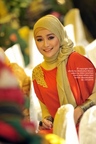 Foto Portrait Gadis Cewek Cantik Aceh dengan Jilbab Muslimah, photo by Mishbahul Munir POETRAFOTO Photography Yogyakarta Indonesia