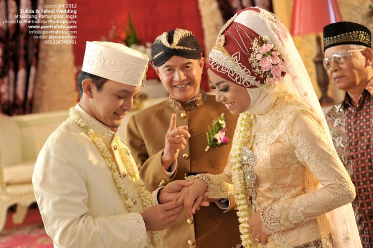 Fotografer Pernikahan Pre Wedding: Foto Wedding Pernikahan Muslim Islami Berjilbab Di