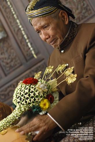 Foto Sungkeman Prosesi Pernikahan Adat Jawa di Jogja Yogyakarta Indonesia