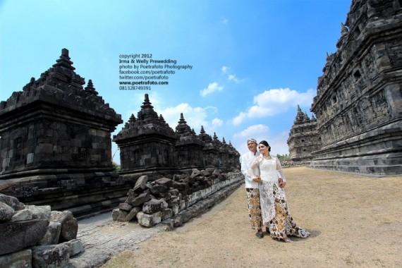 Foto Pre Wedding Outdoor di Candi Plaosan Jogja Yogyakarta Jawa Tengah Indonesia