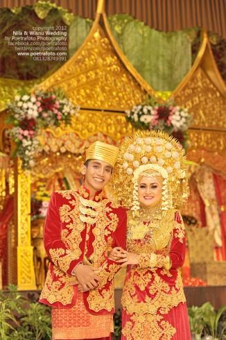 Foto Pernikahan dengan Baju Adat Minang Padang (Minangkabau Wedding Ceremony)