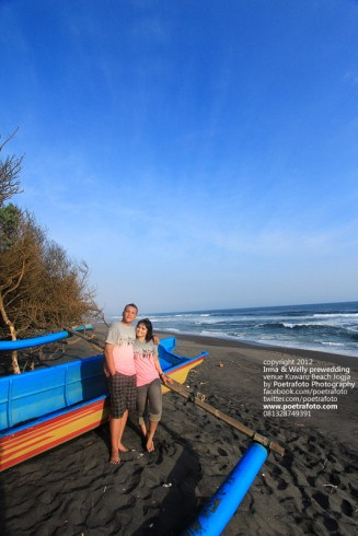 Foto Prewed di Pantai (Beach Pre Wedding Outdoor Photoshoot) for Irma+Welly at Pantai Kuwaru Jogja