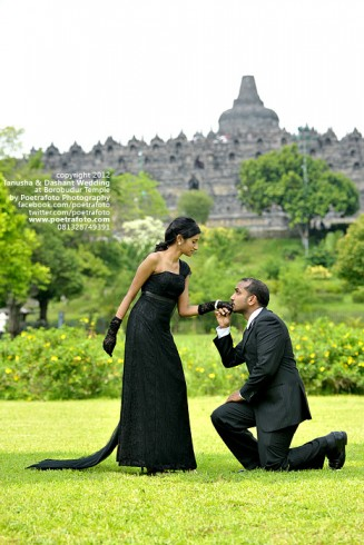 Foto Prewed Pre Wedding for Tanusha & Dashat Engagement Photoshoot at Borobudur Temple