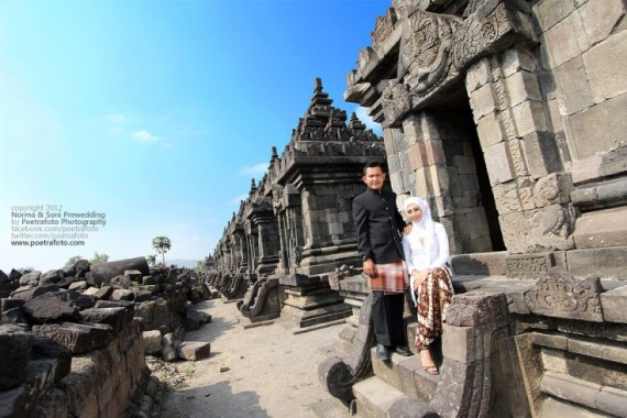 Foto Pre Wedding for Norma+Soni Photoshoot at Candi Plaosan Temple Central Java