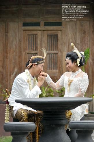 Foto Pernikahan Myrta & Andri Wedding Photo in Jogja Indonesia