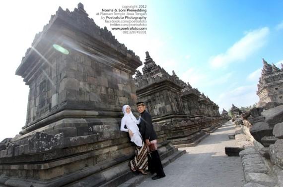 Foto Prewedding Outdoor for Norma & Soni at Candi Plaosan Temple Jogja Jawa Tengah